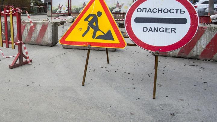 Коммунальщики раскопают дорогу на подъезде к горбольнице