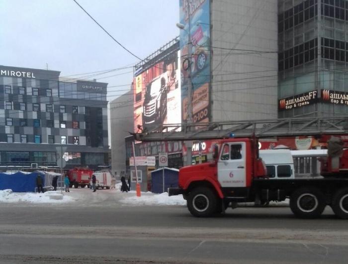 Первыми посетителями ГУМа сегодня стали пожарные — они проверили сообщение новосибирца о дыме