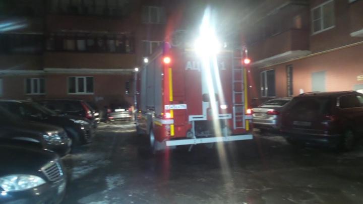 Во время пожара в жилом доме во Втузгородке сгорело принадлежащее ТСЖ помещение