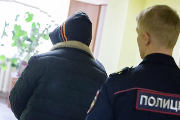 В январе суд отпустил обвиняемого под домашний арест