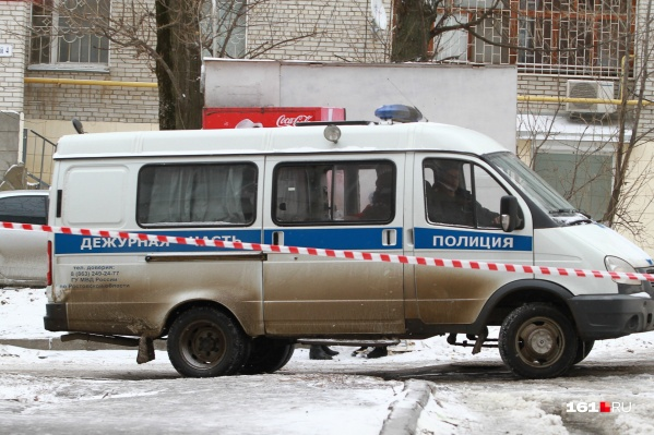 Сотрудники полиции осмотрели место происшествия