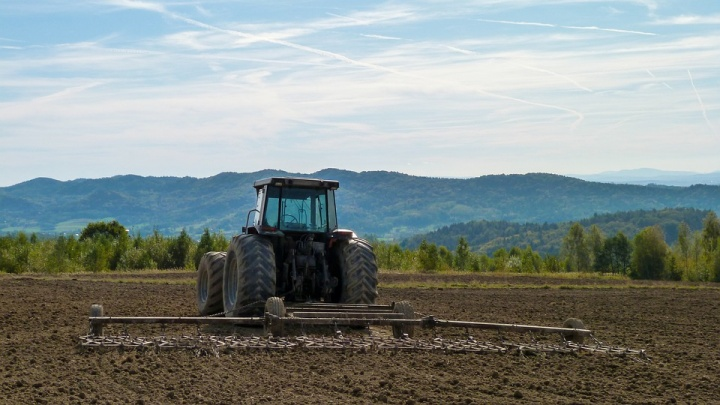 Россельхозбанквыдал аграриям Омской области более 550 млн рублей на покупку техники и оборудования