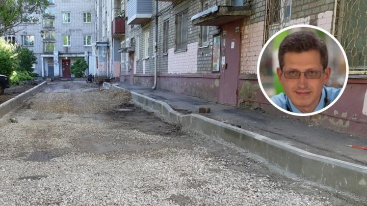 Ярославец отчитал высокопоставленных чиновников за плохой ремонт двора