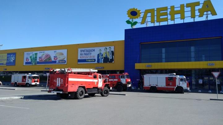 Сработала сигнализация: к крупному гипермаркету на северо-западе Челябинска съехались пожарные