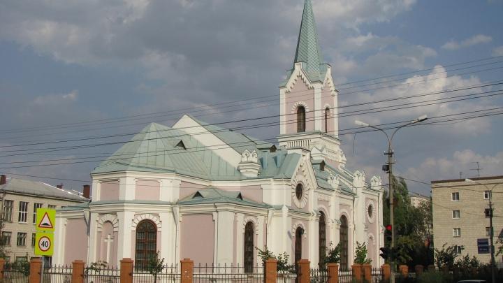 «Ворвался в храм с ножом и требовал денег»: в Волгограде совершено разбойное нападение на костёл