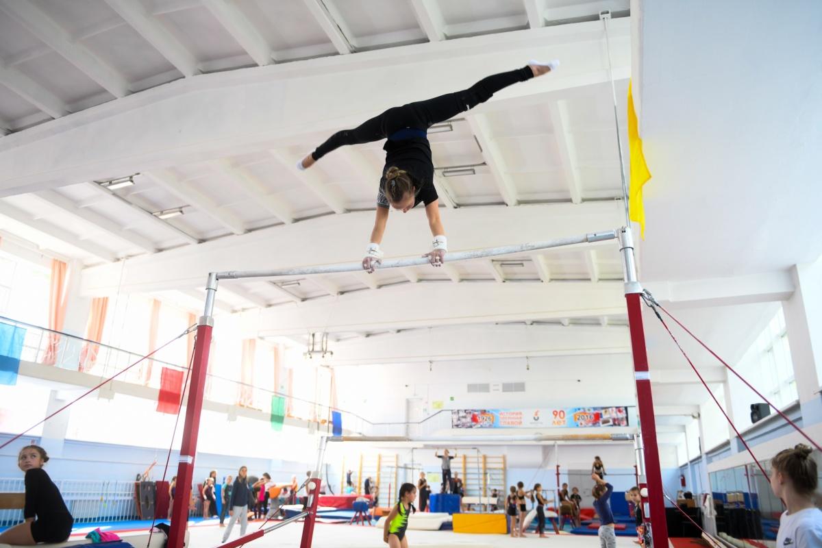 «Брусья», пожалуй, одна из самых сложных дисциплин в спортивной гимнастике