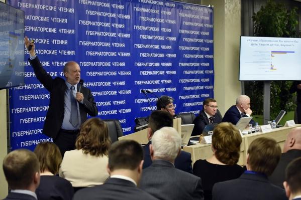 На «Губернаторские чтения» собиралась политическая элита региона, и практически всегда присутствовал экс-глава региона Владимир Якушев