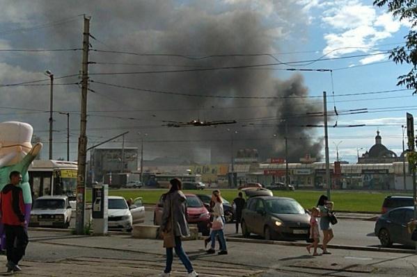 Облако дыма с запахом гари распространилось над городом