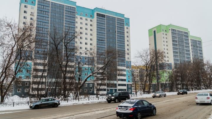 Улицу Карпинского будут расширять. Но жильцы соседних домов против — она пройдет вплотную к ним