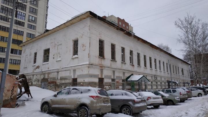 Уфимцы про 170-летнюю казарму, ставшую им домом: «Если поведет балку, накроет всех»