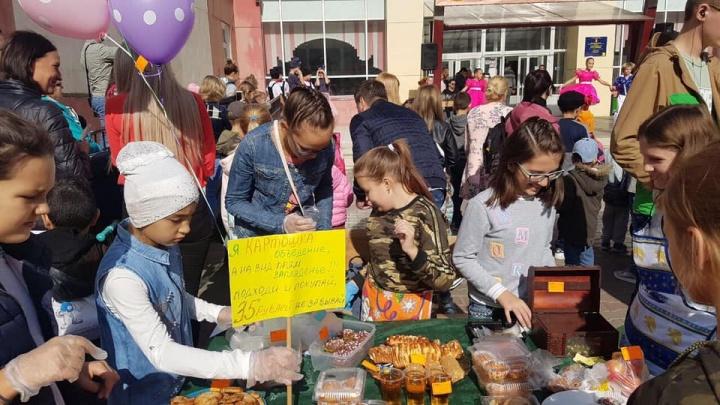 Школа на Взлётке провела благотворительную ярмарку и собрала 270 тысяч для фонда
