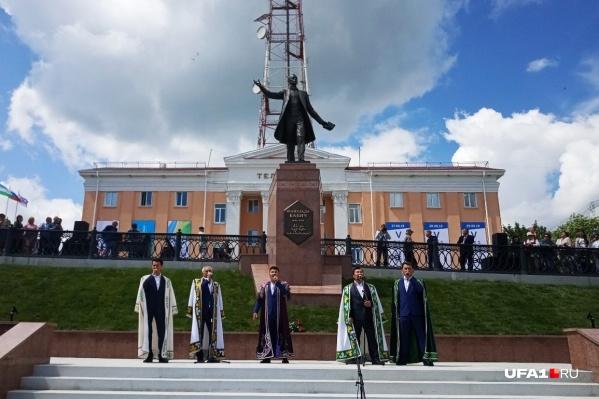 Создал монумент скульптор Андрей Ковальчук