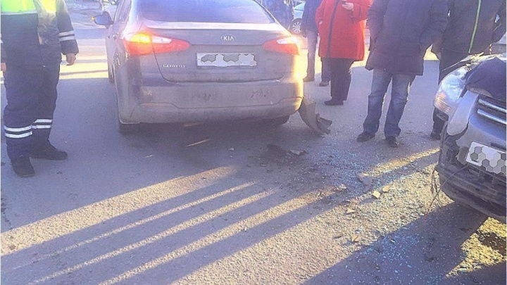 В Уфе столкнулись KIA Cerato и KIA Sportage: пострадала четырехлетняя девочка