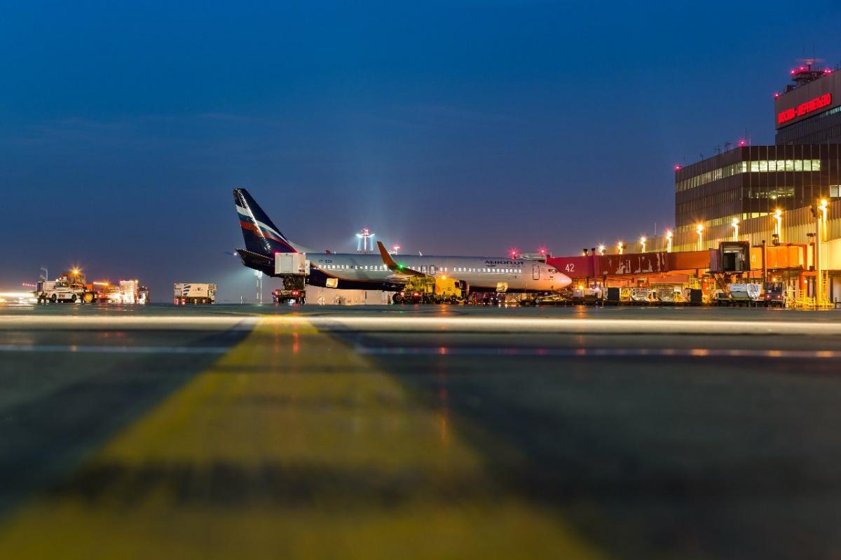 Полёт прошёл без происшествий. В двенадцатом часу пассажиры благополучно приземлились в Рощино