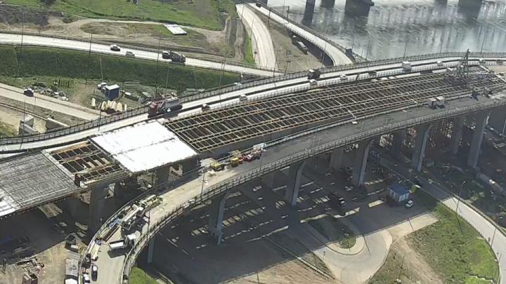 Завершен монтаж пролетов путепровода от четвертого моста в Николаевку