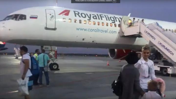 Самарцы более 15 часов ожидали вылета в Барселону из-за поломки двигателя самолета