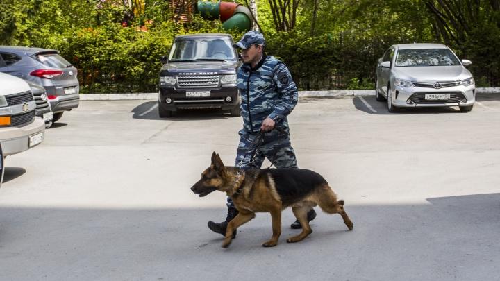 Полиция изучила содержимое подозрительной сумки из Райффайзенбанка и признала её безопасной