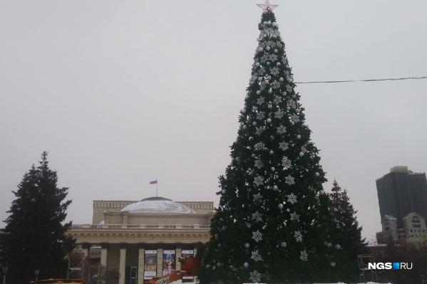 В этом году ледовый городок переехал в сквер возле оперного театра