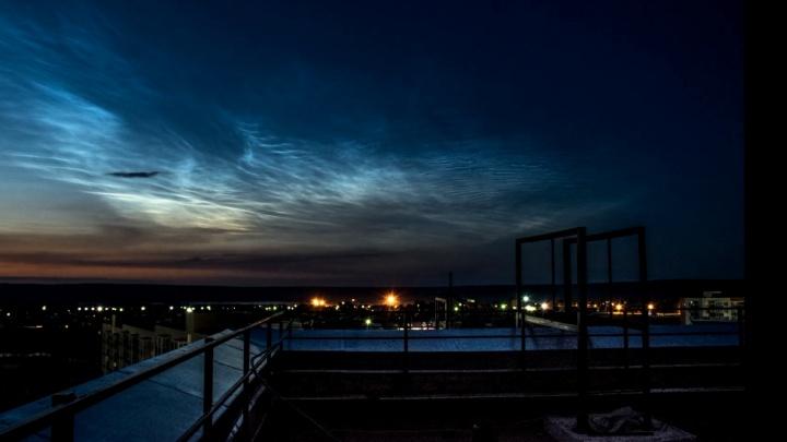 Поразительное видео с серебристыми облаками сняли на северо-востоке края