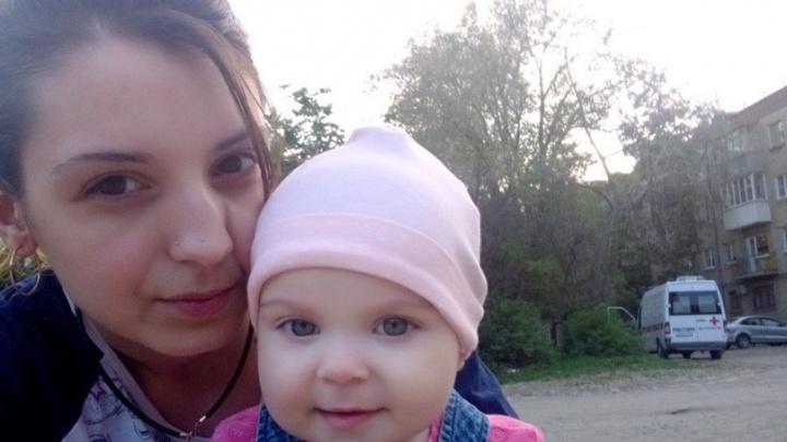«Ребенок плачет до рвоты»: дочь погибшей в аварии волгоградки увезли в дом малютки