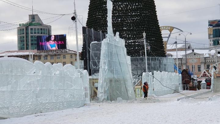 В ледовом городке, где рухнула стена, спилят верхушки конструкций