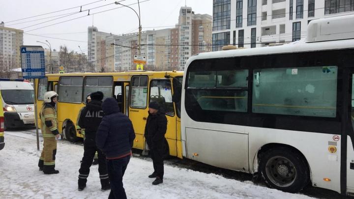 На Автовокзале столкнулись два автобуса, в больницы попали шесть человек