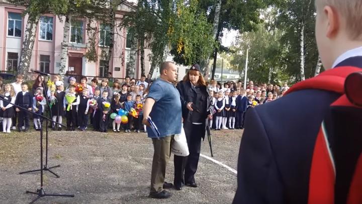 «Я вынужден так поступить!»: вЯрославском районе многодетный отец сорвал линейку на 1 сентября
