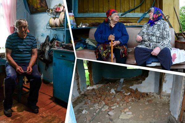 РашидаМухаматуловна (на фото с тростью в руках), её сын и соседка Мария были последними жителями Серного Ключа