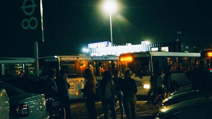 После Дня города омичей развезут домой дополнительные автобусы: выясняем, где их искать