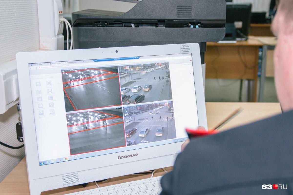 «Письма счастья» для автомобилистов рассылают сотрудники Центра автоматической фиксации административных правонарушений (ЦАФАП): именно сюда стекается информация с камер обо всех нарушениях ПДД на дорогах области
