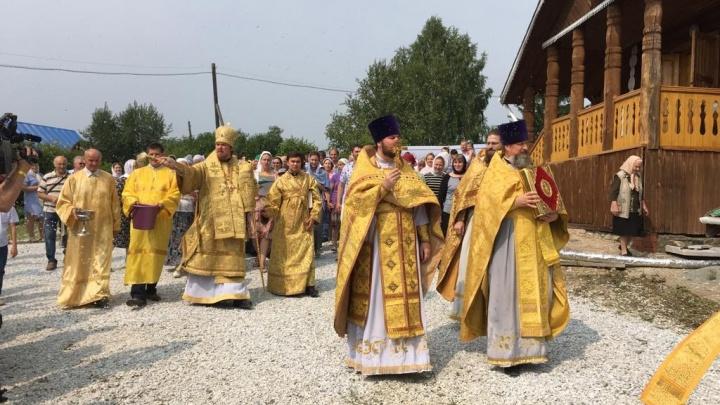 Полторы сотни уральцев окунулись в реку Чусовую, чтобы обрести православную веру