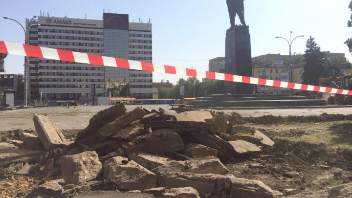 В Ростове на площади Ленина начали спиливать деревья из-за реконструкции