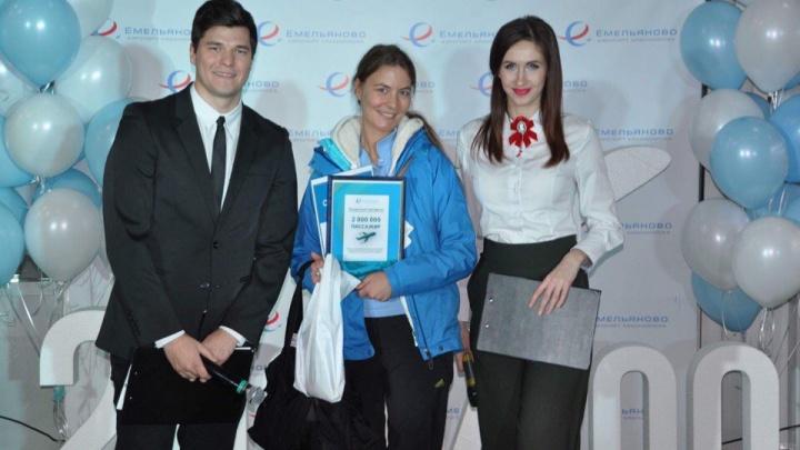 Двухмиллионного пассажира аэропорта Емельяново наградили бесплатным полетом в Москву