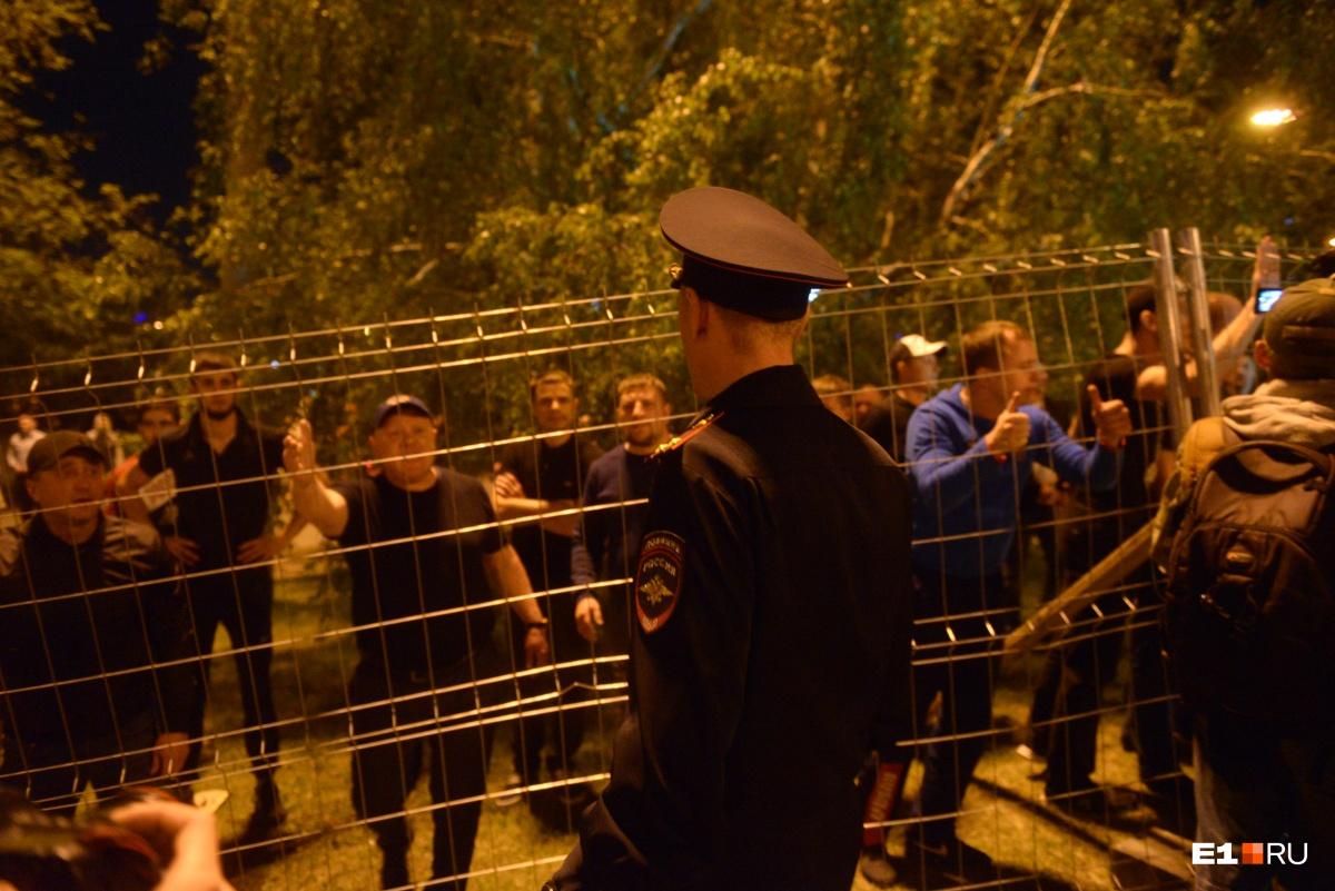 Ночь конкретных пацанов: как полиция «слила» екатеринбуржцев перед толпой спортсменов
