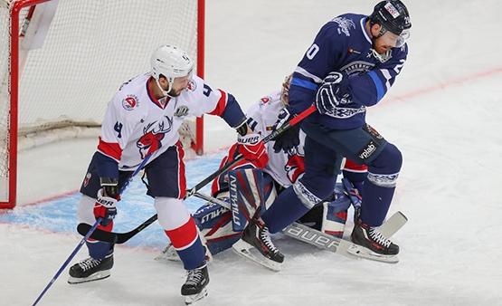 Нижегородский хоккейный клуб «Торпедо» уступил минскому «Динамо» срезультатом 1:5