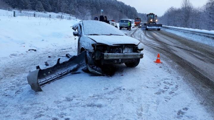 На трассе в Пермском районе автомобиль в аварии разорвало пополам, но водитель остался цел