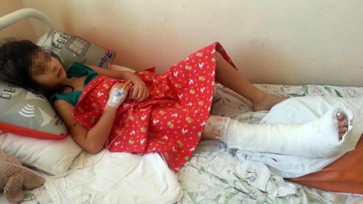 «Начались невроз и тики»: как живёт девочка, ногу которой затянуло в эскалатор в «Ауре»