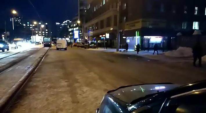 Полиция объяснила перекрытие улицы в центре Новосибирска звонком о минировании