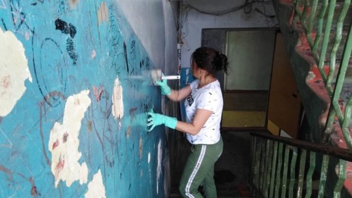 Проект «Жильцы могут, УК — нет»: волгоградцы сами ремонтируют общежитие с «бассейном» в подвале