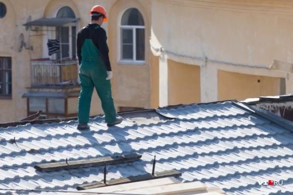Фонд капремонта решил оставить крышу в полуразрушенном состоянии