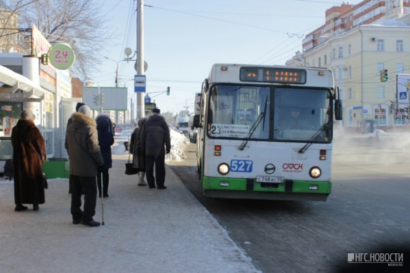 Сегодня на остановках было меньше транспорта, чем обычно. Фото Олега Малиновского