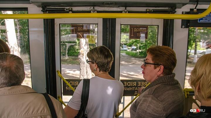 Выхода нет: перевозчики объяснили, почему в Самаре водители автобусов не открывают передние двери