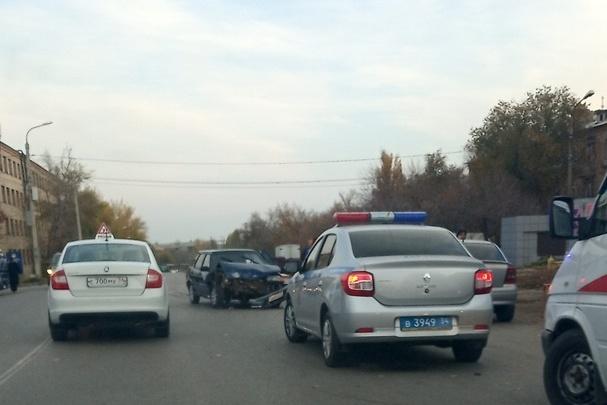 В Волгограде молодой водитель отправил в больницу двух девочек