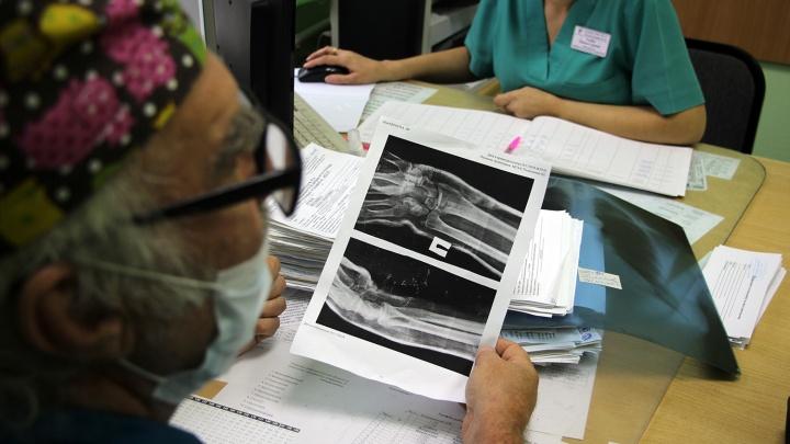 Двое пьяных омичей устроили потасовку в рентген-кабинете