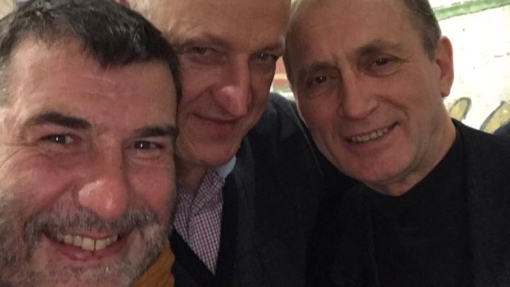 «Разумеется, мы напились и ели конину»: Евгений Гришковец встретил в Уфе сослуживцев-моряков