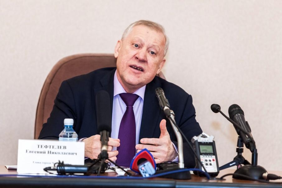 Евгений Тефтелев ответил на самые разные вопросы: от проблем экологии города до детских воспоминаний о Новом годе