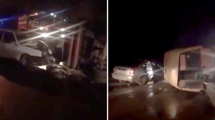 Лобовое ДТП: в Шахтах столкнулись сразу три автомобиля