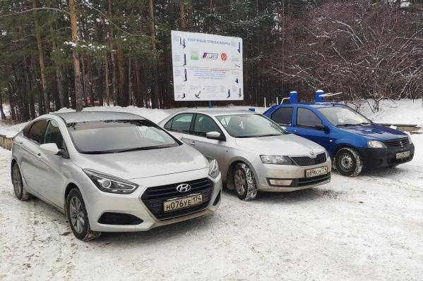 Помимо дрифтеров, на спортивную площадку у Курчатова заезжают обычные машины, вставая вплотную к тренажёрам