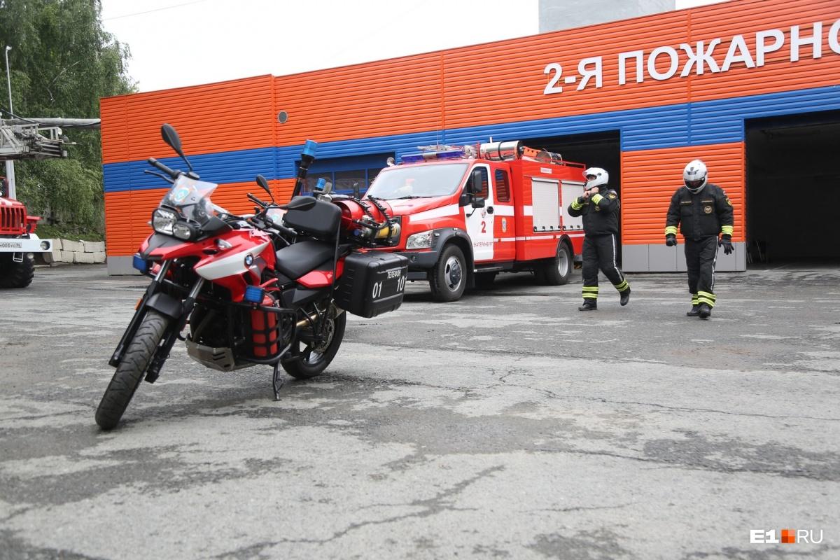 Пожарные байкеры будут первыми приезжать на место ЧП