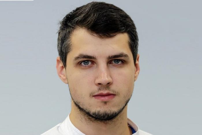 Игорь Михеенко — аспирант в клинике Мешалкина, сейчас он занимается исследованием, которое поможет кардиологам